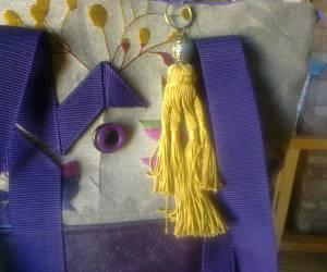 Fleurs et autruche violet