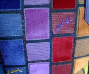 Mur multicolore -cuir violet- émaux cloisonnés
