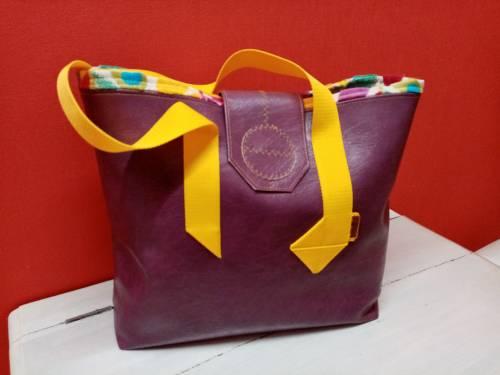 Cabas violet et jonquille